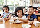 ようかん蒸しパンに笑顔 いわまつ保育園、地産品で食育