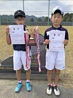 嬉野市長杯ジュニアソフトテニス大会 男子優勝の小川晃典・増山海里ペア