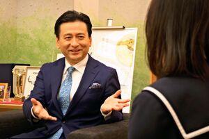 アニメなどとコラボする意図を語る山口祥義佐賀県知事