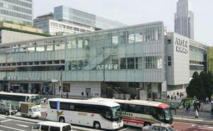 JR新宿駅に直結する国内最大級のバスターミナル「バスタ新宿」=2018年4月