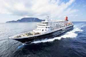 博多港を発着地として、唐津港など九州7県を航海する「にっぽん丸」=商船三井客船提供(三好和義撮影)