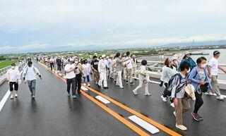 【動画】六角川大橋で最後の空中散歩 有明海沿岸道路 芦刈南-福富開通前にイベント