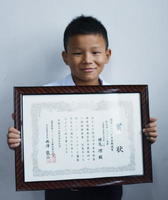 第41回全国児童・生徒木工工作コンクールで入賞した横尾理君=佐賀市の本庄小