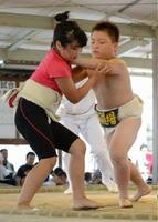 土俵際での競り合い