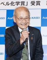ノーベル化学賞の受賞が決まり、笑顔を見せる吉野彰旭化成名誉フェロー=9日午後6時49分、東京都千代田区