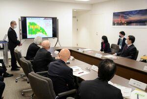 農林事務所と山口祥義知事らが参加した農業農村整備事業報告会=県庁