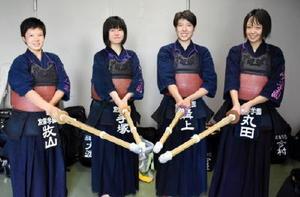 4人の力を結集させ、3回戦進出を決めた女子の佐賀学園=県総合体育館