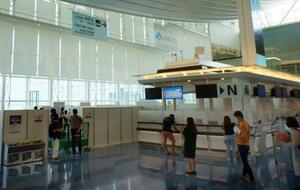 羽田空港国際線ターミナルに設置されたワクチン接種特設会場=1日午前