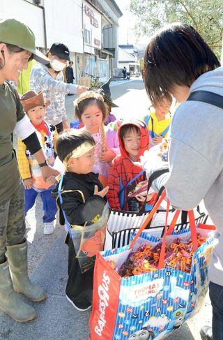 ハロウィーン、子どもら仮装 200人が佐賀市内パレード
