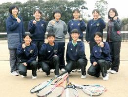 学年を超えたチームワークが光る高峰中女子ソフトテニス部