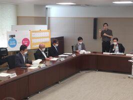 佐賀県の新型コロナウイルス感染症対策本部会議=18日午後、県庁