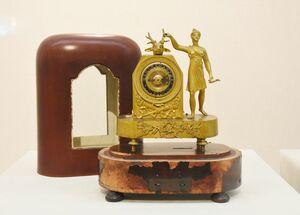 設定した時間になるとオルゴールで知らせる「オルゴール時計」(19世紀・フランス製)
