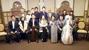 日本フィル団員と一緒に=2018年11月、旧唐津銀行