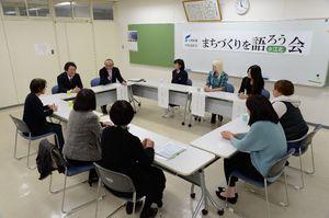 町内で活躍する女性が集ったまちづくりを語ろう会=江北町役場
