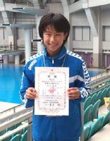 女子飛び板飛び込みの12~13歳の部で8位入賞した致遠館中1年の村山聖来=大阪府の大阪プール