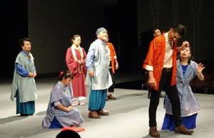 全編佐賀弁にアレンジしたシェイクスピアの喜劇「から騒ぎ」を演じるSAGAパーフェクトシアター=東京・代々木の全労済ホール「スペースゼロ」