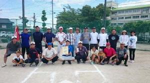 江北町区対抗ソフトボール大会で優勝した上分チーム