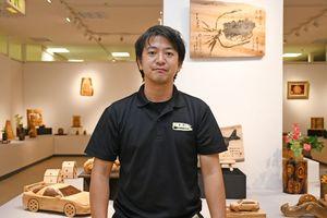 鹿島市の木彫師、小森恵司さんの「癒しの彫刻展」=佐賀市の佐賀玉屋本館6階ギャラリー