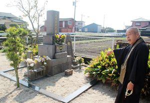 千之助が合祀されている小出家累代之墓。昨年小出千之助の石標が建てられた