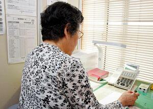 さまざまな相談が寄せられる「佐賀いのちの電話」。3月以降、新型コロナウイルスに関係する相談が相次いだ=佐賀市