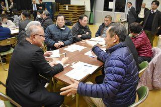 地域住民、市の将来論議 伊万里市議会意見交換会