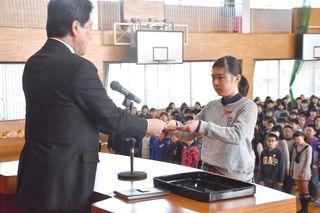 新学年も新たな気持ちで 県内小中学校で修了式