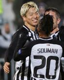 サッカー、鎌田と浅野がゴール