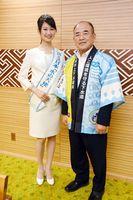 佐賀市の秀島敏行市長を表敬した浦底里沙さん(左)=佐賀市役所