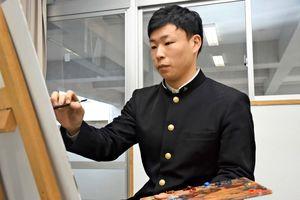 「自分の感覚を形にできるのが絵画の魅力」と話す横尾勇作さん=佐賀市の佐賀北高