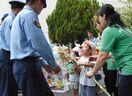 若葉保育所が県警察学校に七夕飾り