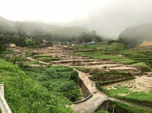 神埼市で発生した土石流(佐賀広域消防本部提供)