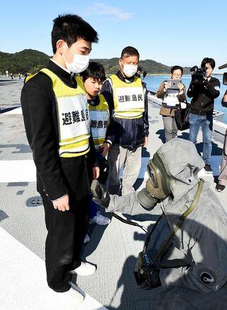 <佐賀県原子力防災訓練>護衛艦で離島から避難 島民、一定評価も懸念