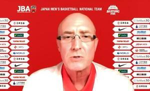 オンラインで記者会見するバスケットボール男子日本代表のトム・ホーバス新監督=22日