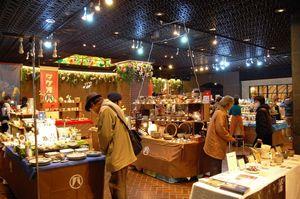 天神地下街で開催されている「タケオバ」=福岡市中央区