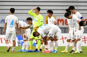 鳥栖-名古屋 名古屋に0-1で敗れ、肩を落とすサガン鳥栖イレブン=愛知県の豊田スタジアム