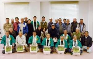 産地ぐるみで高品質・多収を実現し、新規就農者の育成にも熱心に取り組んでいるJAさが神埼地区アスパラガス部会=神埼市