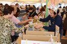 白石産野菜と果物の販売盛況 JA農業まつり