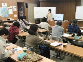 レベルに合わせて学べるハングル講座。韓国文化も体験できる(提供)