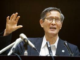 新型コロナウイルス感染症対策分科会を終え、記者会見する尾身茂会長=7日午後、東京・永田町