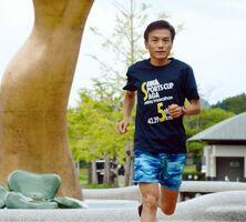 記録更新に向け、練習を重ねる岩永義次さん=8月、有田町の歴史と文化の森公園