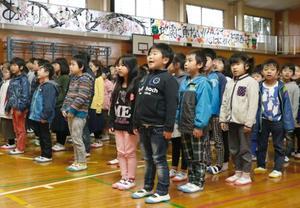 被災熊本、小中学校で始業式