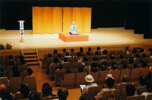 過去の「神埼市いきいき大学」の様子=はんぎーホール(神埼市教育委員会提供)