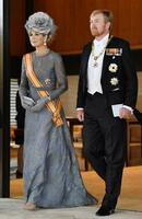 オランダのウィレム・アレクサンダー国王夫妻=2019年10月