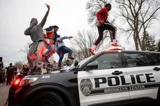 米ミネソタ、警官が黒人男性射殺