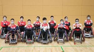 ナショナルトレーニングセンターで合宿した車いすラグビーの日本代表=7月、東京都北区(日本車いすラグビー連盟提供)