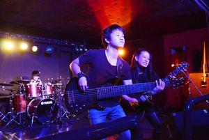 10月7~9日に佐賀市であったロックフェス「ROCK PARK SAGA2017」でオープニングを飾る「ASTERISM」=佐賀市のライブハウス・RAG-G