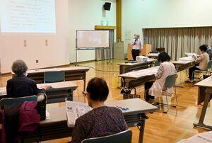 「思斉館大学」第1回講座の様子=佐賀市の久保田保健センター