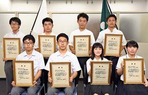 高校生ものづくりコンテスト九州大会に出場する生徒たち=佐賀県庁