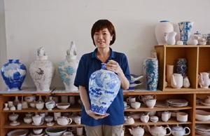 今年2月に伝統工芸士に認定された北島頼子さん。工場では線描きやだみを担当する