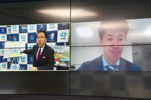 山口祥義知事(画面左)とオンラインで面談する日本フェンシング協会の武井壮会長=県庁